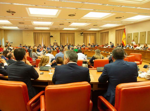 La diputación permanente del Congreso rechaza las comparecencias de Sánchez, Borrell y