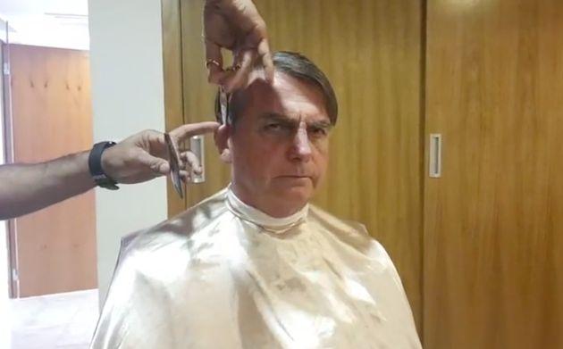 Lives e cortes de cabelos só não são mais típicos que a metralhadora verbal...