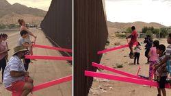 Des balançoires installées sur le mur de la frontière
