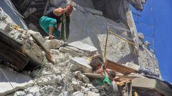 Mi vida por mi hermana: la imagen que nos abre los ojos ante el brutal cerco de Idlib, en
