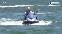 Figlio di Salvini al mare sulla moto d'acqua della Polizia. Il ministro dice:
