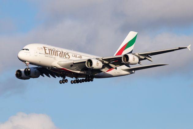 Αεροσκάφος εμφανίζεται από το πουθενά και κάνει απρόσμενη προσγείωση στο