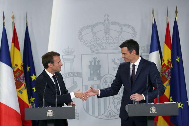 Macron invita a Sánchez a la reunión del
