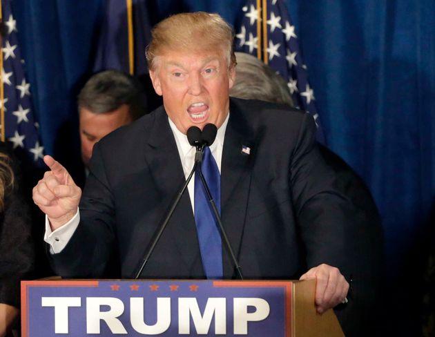«Είμαι ο λιγότερο ρατσιστής άνθρωπος στον κόσμο» λέει ο Τραμπ και 1 στους 2 Αμερικανούς