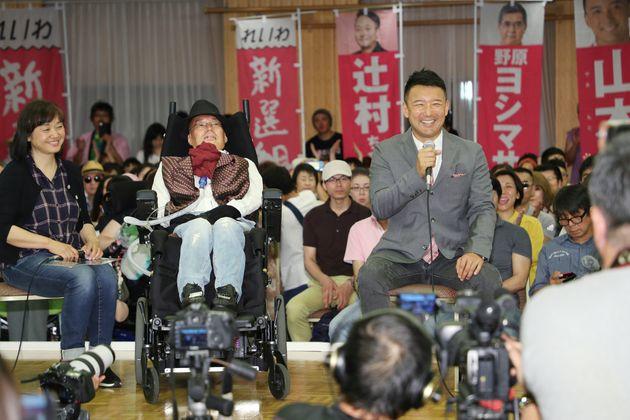 参院選・開票/会見する舩後氏と山本代表