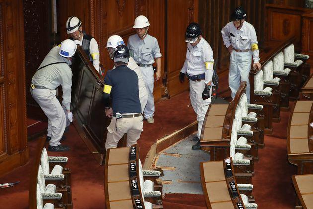 改修作業が行われている参院本会議場