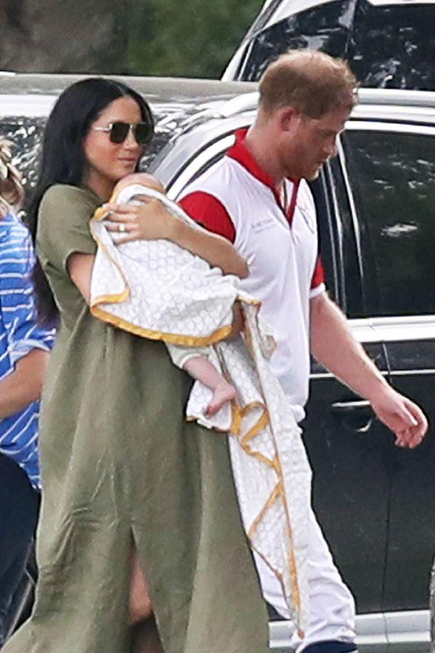 La prensa británica pone el foco por un detalle en esta foto de Meghan Markle y el príncipe