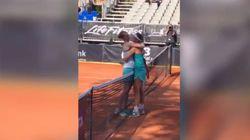 Alison batte Greet: le due tenniste, fidanzate, si baciano a fine
