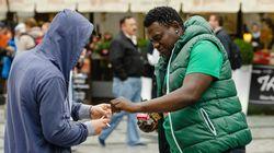 Γαλλία: Αγνωστοι δίνουν δηλητηριασμένα τσιγάρα σε ανυποψίαστους πολίτες για να τους