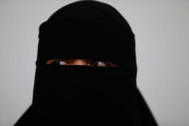 La prohibición del burka en Holanda entra en vigor mañana rodeada de