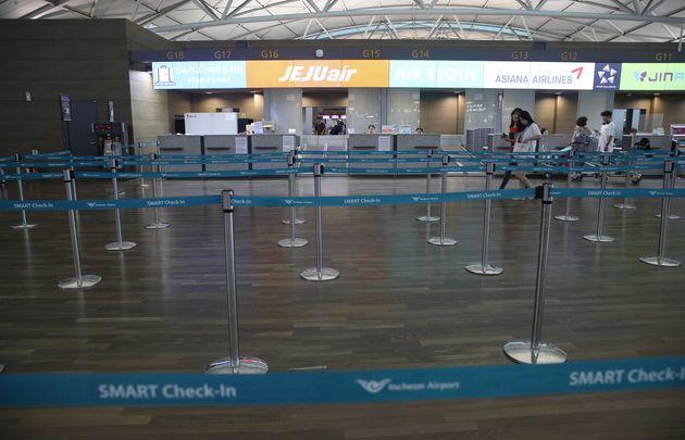 인천국제공항에서 오사카로 떠나는 국내 항공사의 체크인