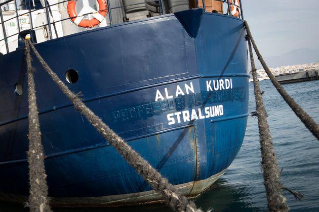 Nave Alan Kurdi a sud di Lampedusa con 40 migranti. Salvini: