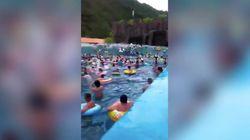 Una máquina de olas de un parque acuático causa un 'tsunami' y deja 44