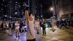 Clip militaire et étrangers accusés d'être des agents, Pékin durcit le ton à Hong