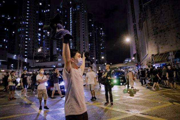 À Hong Kong, 44 manifestants arrêtés le 28 juillet 2019 ont été inculpés...