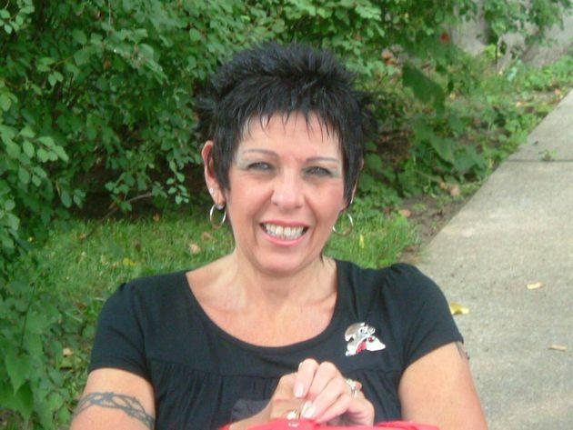 En 1996, Linda Gauthier apprend qu'elle est atteinte de la sclérose en