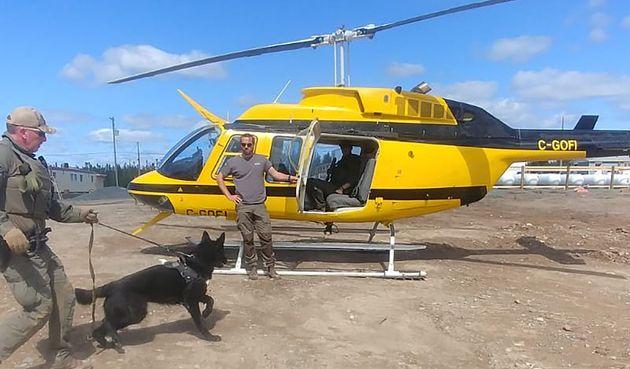 Des hélicoptères et des chiens pisteurs ont été utilisés pour tenter...