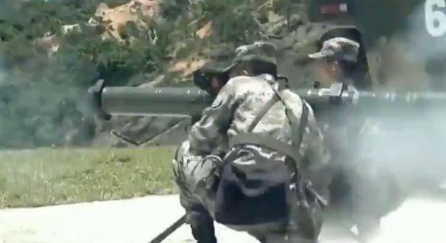 El ejército chino amenaza a los manifestantes prodemocracia con un vídeo en el que enseña su