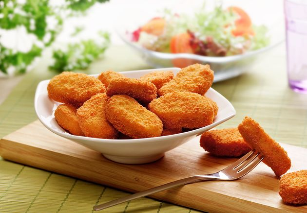 Nuggets de frango levam 17 ingredientes — nutricionista recomenda cautela no