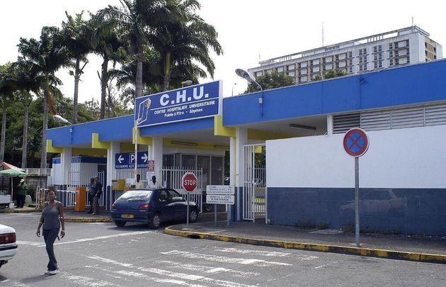 En Guadeloupe, la grève du personnel du CHU soutenue par des milliers de