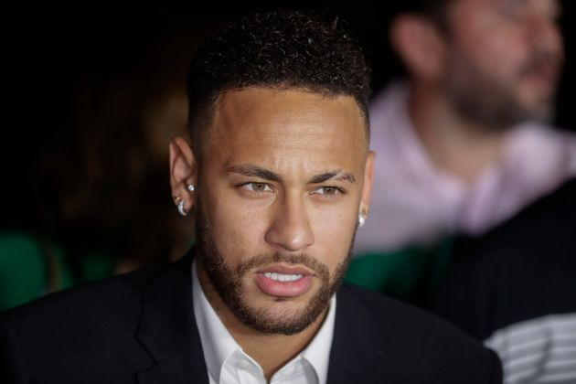 Neymar em saída de delegacia na Zona Sul de São Paulo, após prestar depoimento sobre...