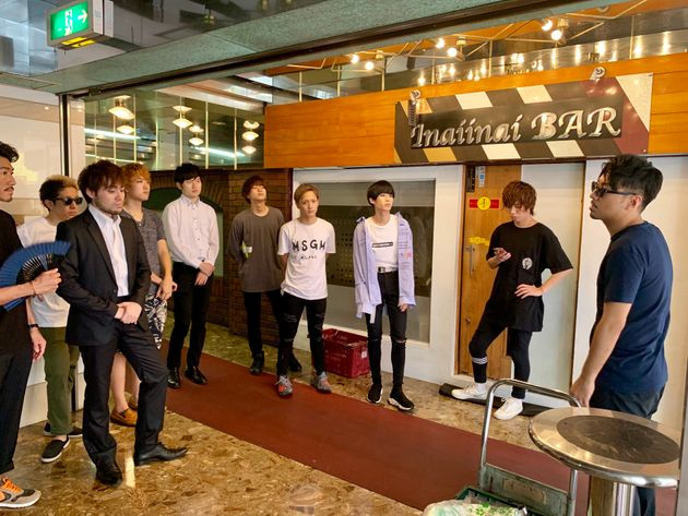 歌舞伎町のビルで集合しているのは...