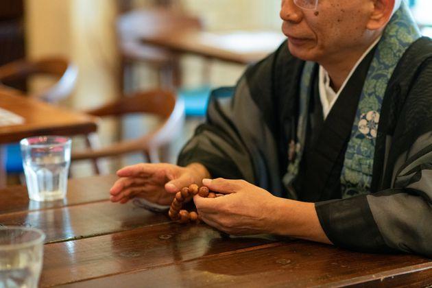 日本人は「頼りベタ」。でも人は一人では生きられない。700人の悩み相談に応じた僧侶は訴える。
