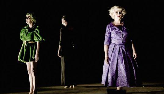 HuffPost Weekend: «Νεφέλες» στην Επίδαυρο, «Δαναΐδες» του Κάλβου και Γυναίκες σε