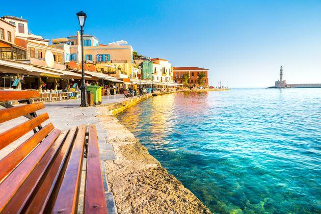 Πέντε περιφέρειες εξακολουθούν να «τραβούν» τον ελληνικό