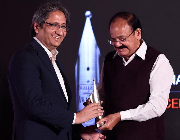 Ravish Kumar receiving Ramnath Goenka Excellence in Journalism Awards from Vice President Venkaiah Naidu...