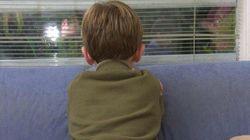 Deja solo a su hijo de cuatro años un día entero para salir de