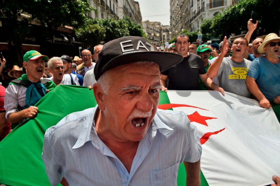 La manifestation du 24e vendredi à Alger en 5
