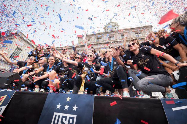 Seleção feminina dos Estados Unidos comemora quarto título conquistado em uma Copa...