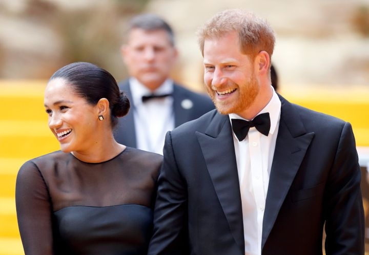 Why The Royal Couple Just Unfollowed Everyone Off Instagram | HuffPost Life