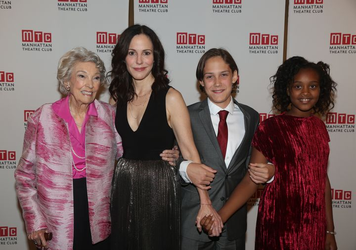 Mary-Louise Parker with her mother and children in 2016.