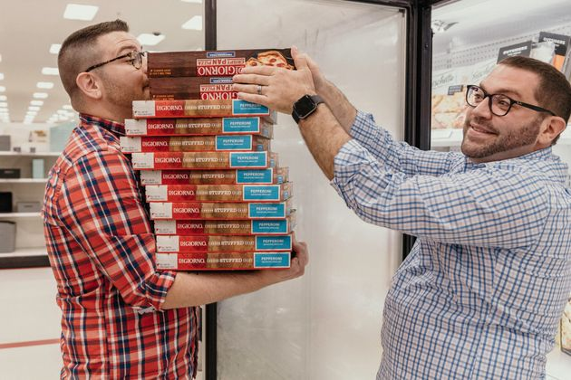 The pair hit up the frozen pizza section,