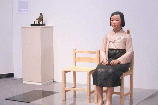 「あいちトリエンナーレ」内の企画展「表現の不自由展・その後」で展示されていた「平和の少女像」=2019年8月1日