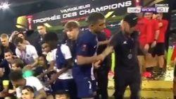 Mbappé a bien fait rire en éjectant Neymar de cette photo du Trophée des