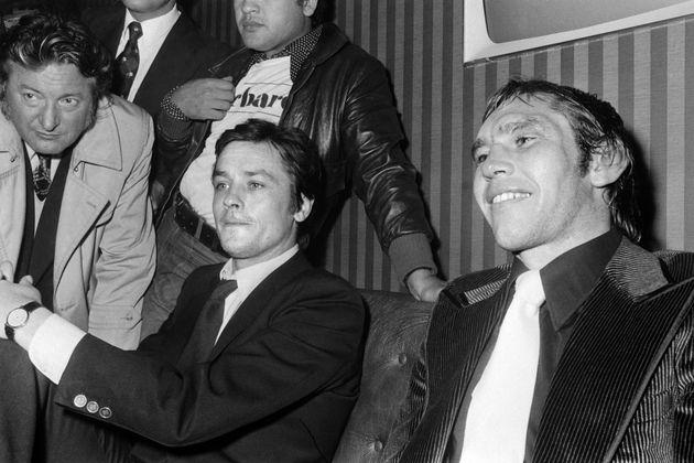 Jean-Claude Bouttier (à droite) et Alain Delon en conférence de presse après le...