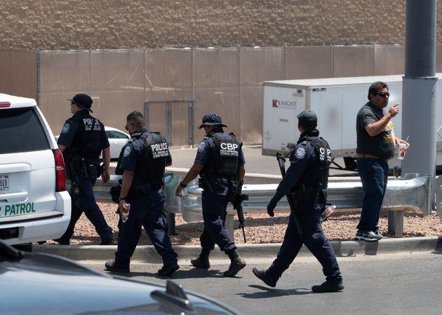 Al menos 22 muertos en un tiroteo en un centro comercial en El Paso (Texas,