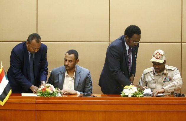 Soudan: militaires et chefs de la contestation paraphent la déclaration