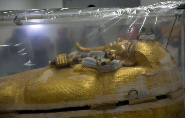 Égypte: un sarcophage de Toutânkhamon en restauration