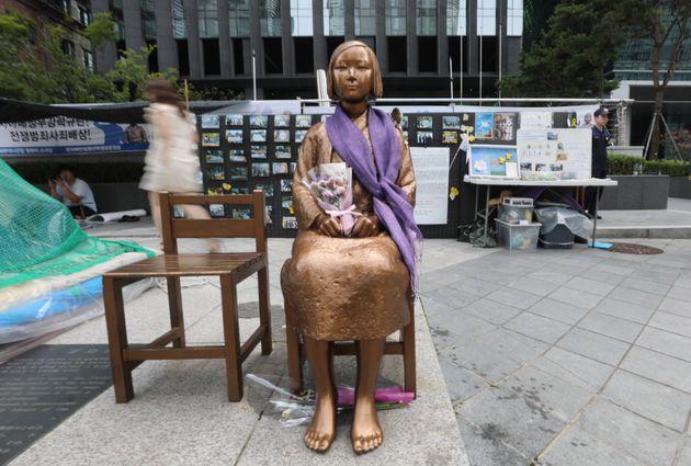 소녀상 전시 중단에 한국은 물론 일본 측에서도 반발이 나오고