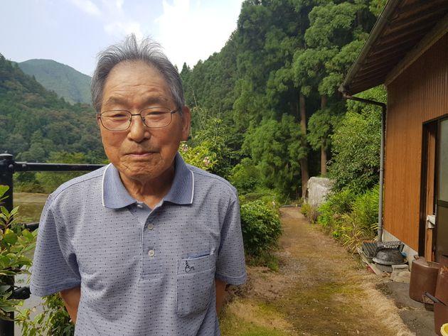 20여년이 넘는 세월동안 자택 인근에 있는 무연고 조선인 묘소를 청소하고 관리하면서 명복을 빌어온 나카히라 요시오(中平吉男·89)가 미소를