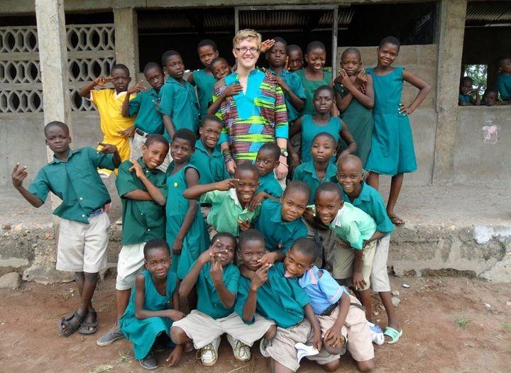Photo prise d'un jeune anglais ayant enseigné 3 mois dans une petite école au Ghana.