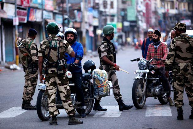 L'Inde révoque l'autonomie constitutionnelle du