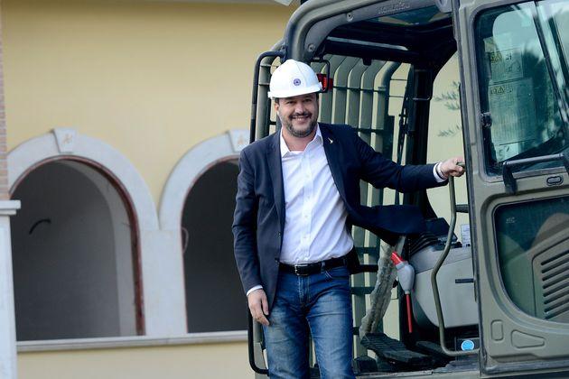 Ruspe di Salvini cercasi per abbattere le case