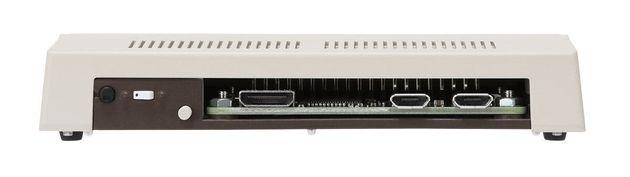 ▲背面はこのようなレイアウトに。端子はHDMI×1、マイクロUSB×2(電源用とキーボード用)となりますが、電源スイッチの形状などは実機に合わせたものです