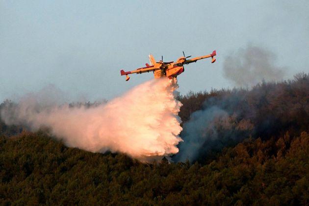 Los incendios de La Granja y Miraflores, aún sin control, queman 600
