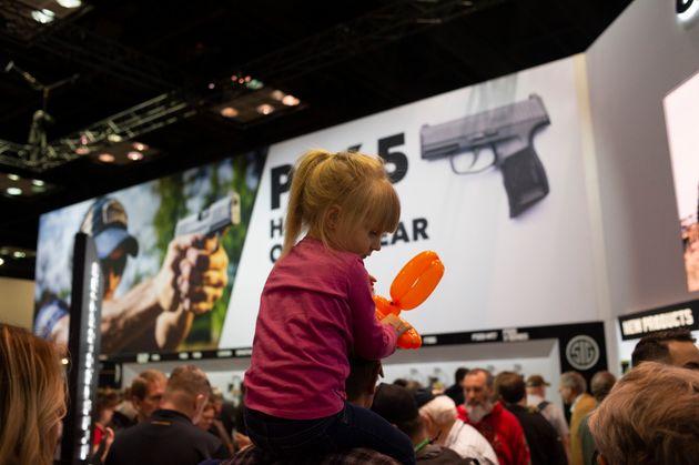 Πώς αγοράζει κανείς ένα όπλο στις ΗΠΑ και πόσο εύκολο είναι τελικά - Τα 5 βήματα και το